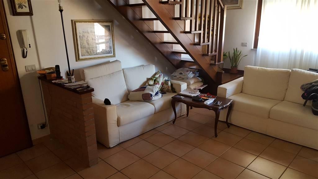 Appartamento in vendita a Jesi, 5 locali, prezzo € 210.000 | CambioCasa.it