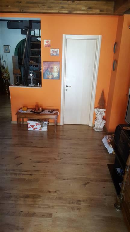 Appartamento in vendita a Castelbellino, 5 locali, zona Zona: Castelbellino Stazione, Trattative riservate | Cambio Casa.it
