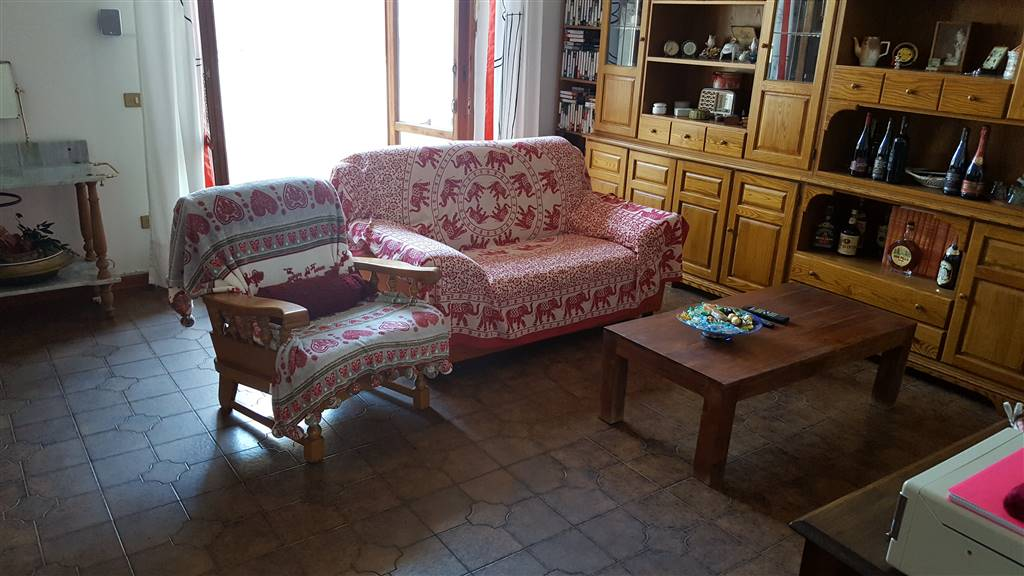 Appartamento in vendita a Ostra Vetere, 6 locali, Trattative riservate | Cambio Casa.it