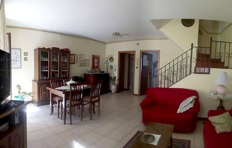 Villa a Schiera in Vendita a Monte Roberto