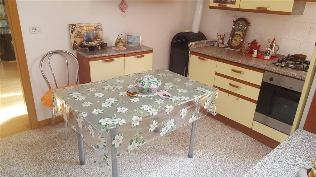 Appartamento in vendita a Castelplanio, 4 locali, zona Zona: Pozzetto, prezzo € 55.000 | CambioCasa.it