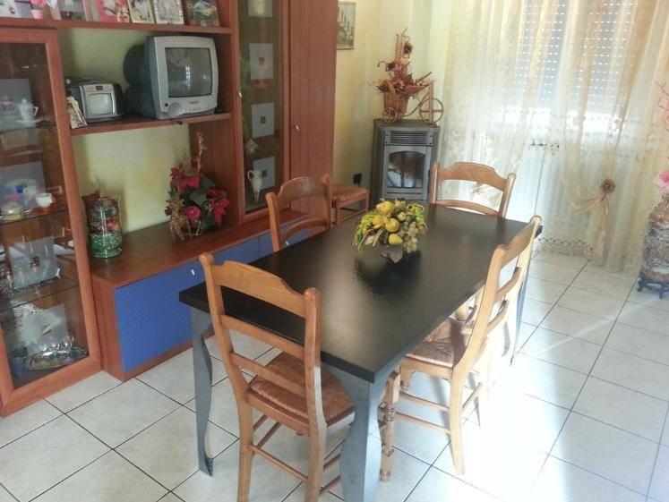 Appartamento in vendita a Castelbellino, 6 locali, zona Zona: Pantiere, prezzo € 99.000 | CambioCasa.it