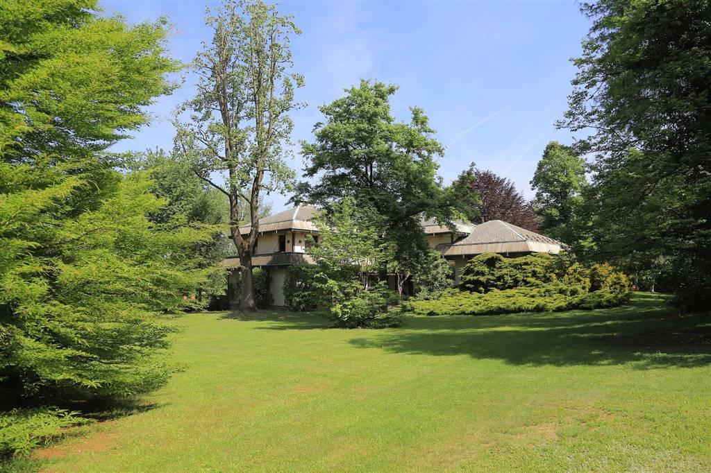Villa in vendita a Somma Lombardo, 15 locali, Trattative riservate | Cambio Casa.it