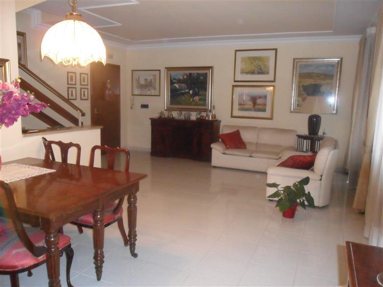 Villa, Latina, ristrutturata