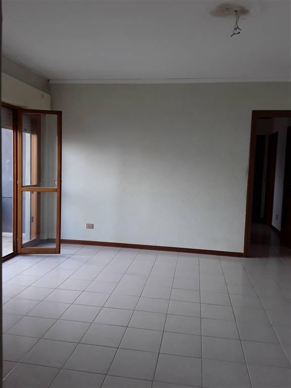 Appartamento in affitto a Latina, 2 locali, zona Località: LATINAFIORI, prezzo € 600 | CambioCasa.it