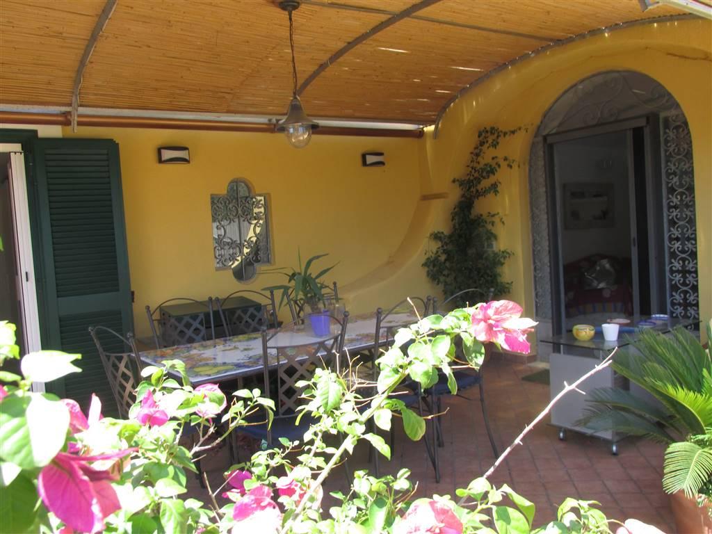 Appartamento in vendita a Lacco Ameno, 3 locali, prezzo € 295.000 | Cambio Casa.it