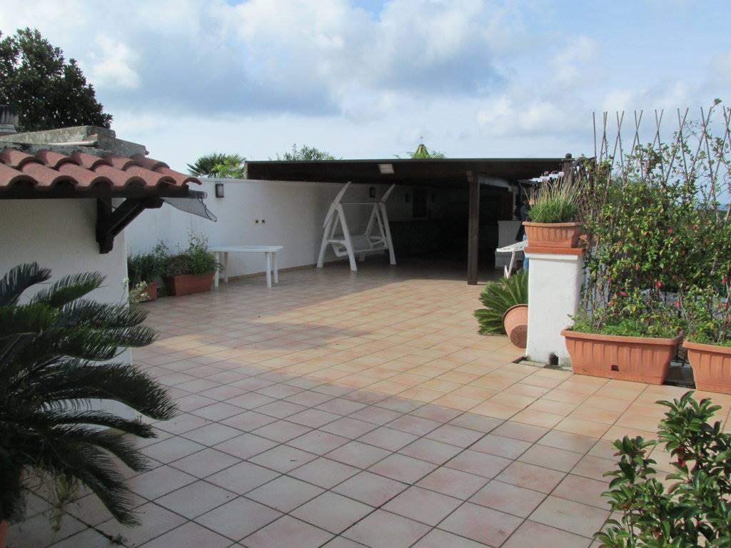 Villa in vendita a Forio, 5 locali, prezzo € 350.000 | Cambio Casa.it