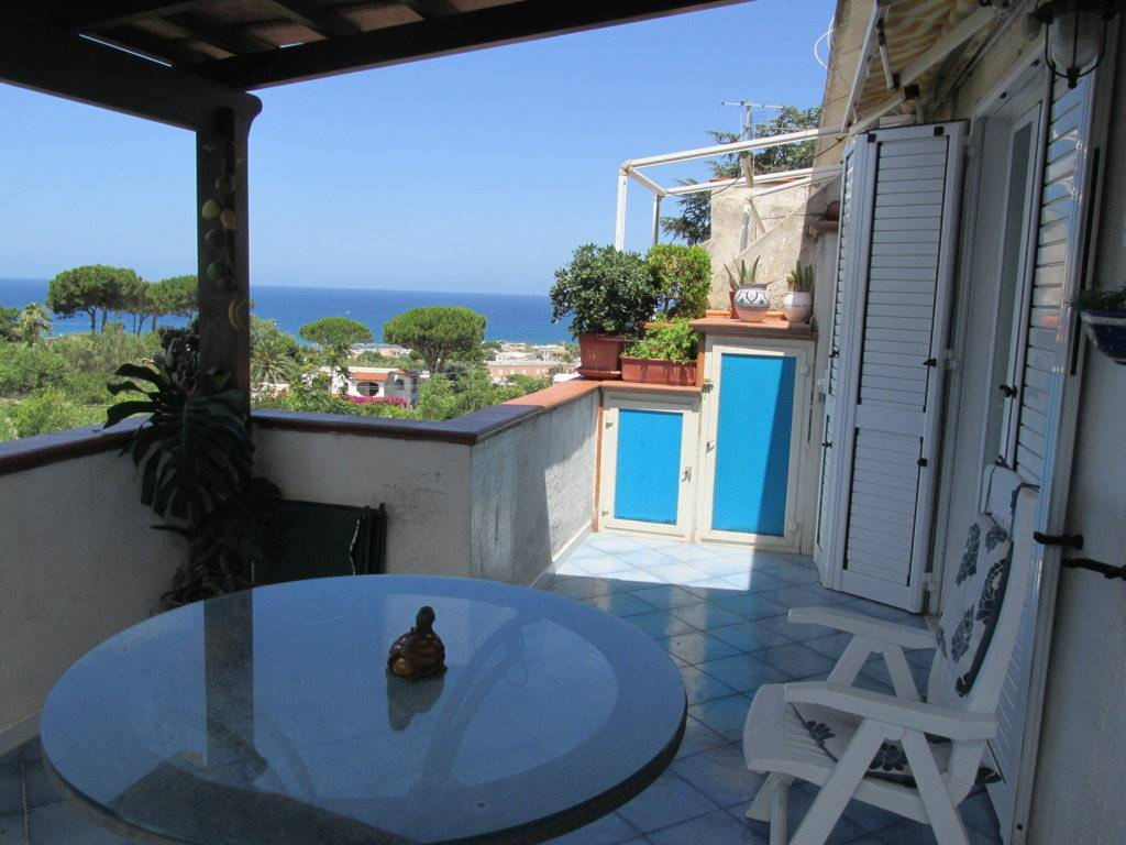 Appartamento in vendita a Forio, 2 locali, prezzo € 220.000 | CambioCasa.it