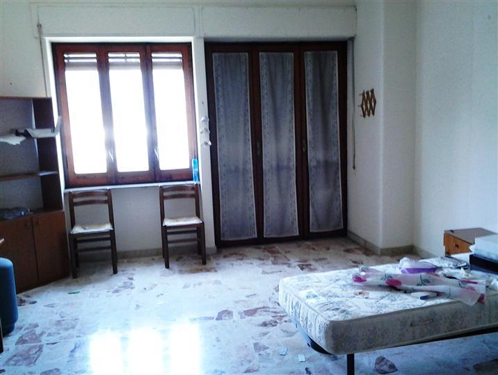 Appartamento in affitto a Catania, 6 locali, zona Località: CANALICCHIO, prezzo € 650 | CambioCasa.it