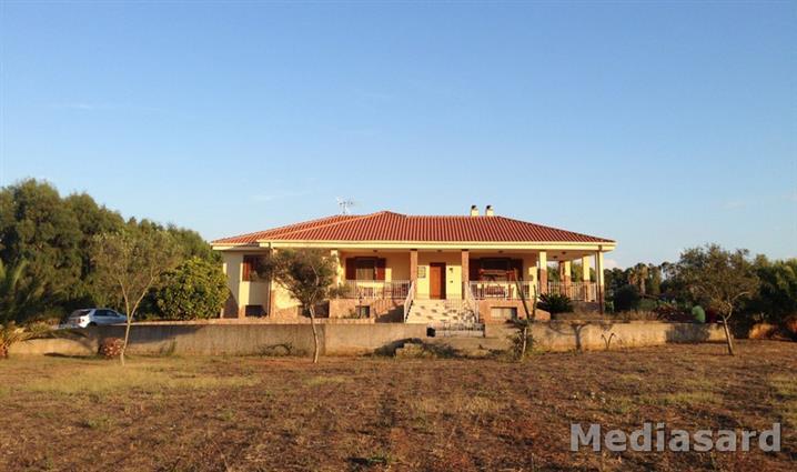 Villa in vendita a Alghero, 8 locali, zona Zona: Fertilia, prezzo € 700.000 | Cambio Casa.it
