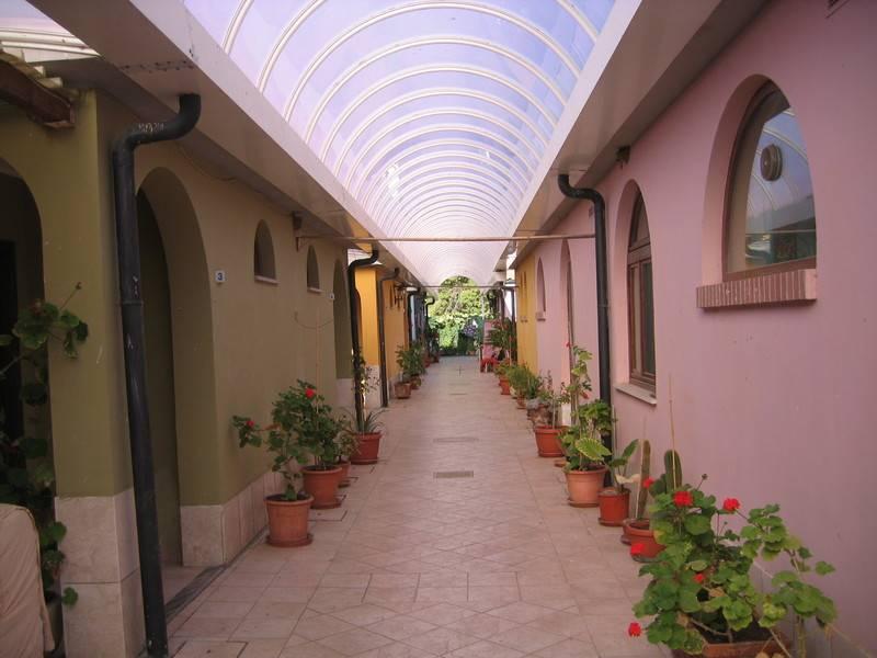 Albergo in vendita a Piombino, 11 locali, prezzo € 1.200.000 | Cambio Casa.it