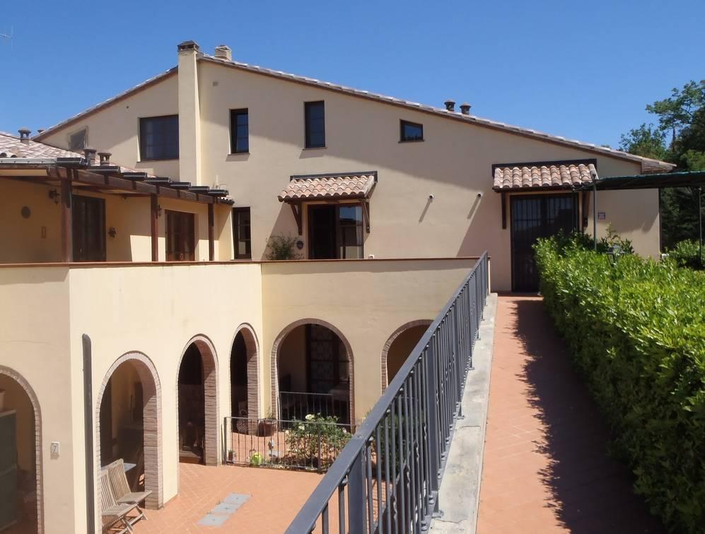 Appartamento in vendita a Monterotondo Marittimo, 3 locali, zona Zona: Frassine, prezzo € 134.000   CambioCasa.it
