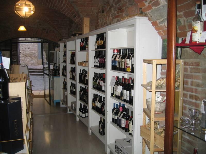 Attività / Licenza in vendita a Suvereto, 2 locali, zona Località: SUVERETO, prezzo € 70.000 | CambioCasa.it
