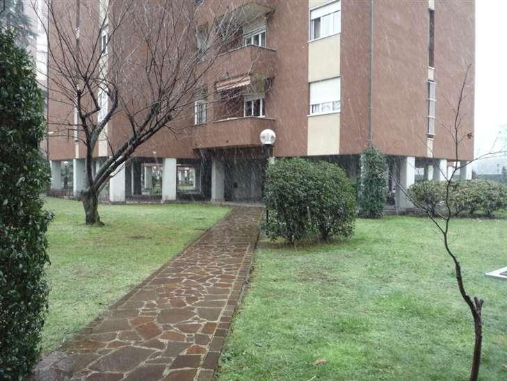 Appartamento in vendita a Milano, 4 locali, zona Località: BANDE NERE, prezzo € 399.000 | Cambiocasa.it