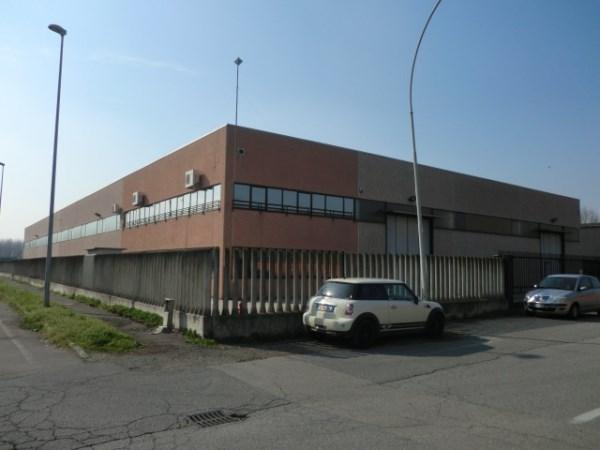 Capannone in vendita a Binasco, 9999 locali, Trattative riservate | Cambio Casa.it