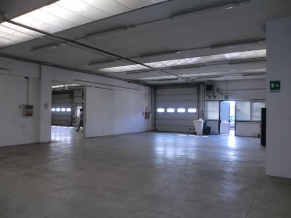 Laboratorio in vendita a Assago, 9999 locali, zona Località: CENTRO, prezzo € 680.000 | CambioCasa.it
