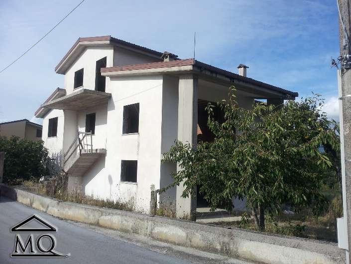 Villa in vendita a Sant'Agapito, 11 locali, prezzo € 250.000 | CambioCasa.it
