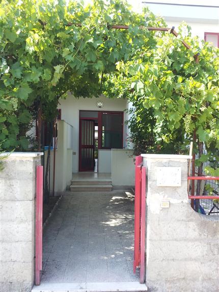 Soluzione Indipendente in affitto a Campomarino, 3 locali, zona Zona: Lido di Campomarino, prezzo € 600 | CambioCasa.it