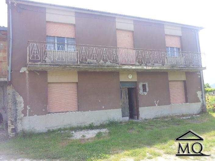 Soluzione Indipendente in vendita a Isernia, 10 locali, zona Zona: Periferia, prezzo € 60.000 | Cambio Casa.it
