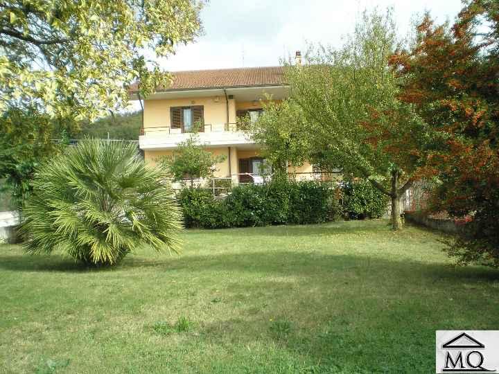 Villa in vendita a Isernia, 10 locali, zona Zona: Periferia, prezzo € 310.000 | Cambio Casa.it