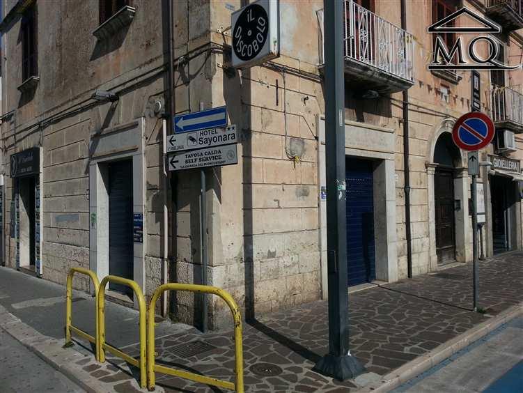 Negozio / Locale in affitto a Isernia, 1 locali, zona Zona: Centro, prezzo € 600 | Cambio Casa.it