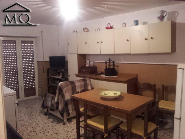 Soluzione Indipendente in vendita a Isernia, 3 locali, zona Zona: Centro storico, prezzo € 50.000 | Cambio Casa.it