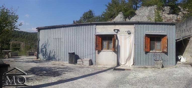 Soluzione Indipendente in vendita a Isernia, 2 locali, zona Zona: Periferia, prezzo € 25.000 | Cambio Casa.it