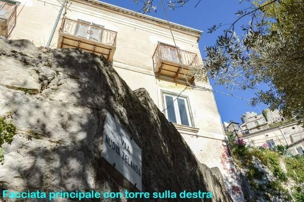 Palazzo / Stabile in vendita a Pesche, 9 locali, prezzo € 90.000 | Cambio Casa.it