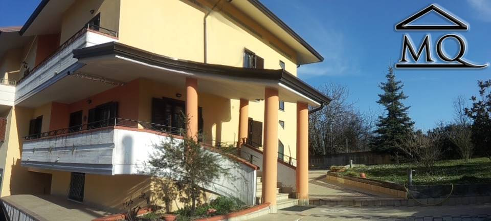 Villa Bifamiliare in vendita a Pesche, 6 locali, prezzo € 260.000 | CambioCasa.it