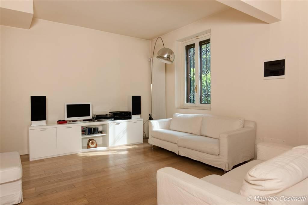 L'immobile è situato a Basiglio, Cascina Colombaia e si trova nella parte più bella e immersa nel verde del complesso residenziale. La posizione