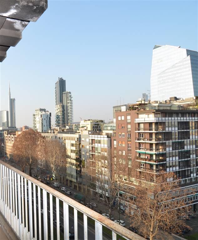 PIAZZA DELLA REPUBBLICA; APPARTAMENTO  di circa 200 mq con balconi e cantina.  4 LOCALI di circa 200 MQ commerciali al 6° piano, composto da: