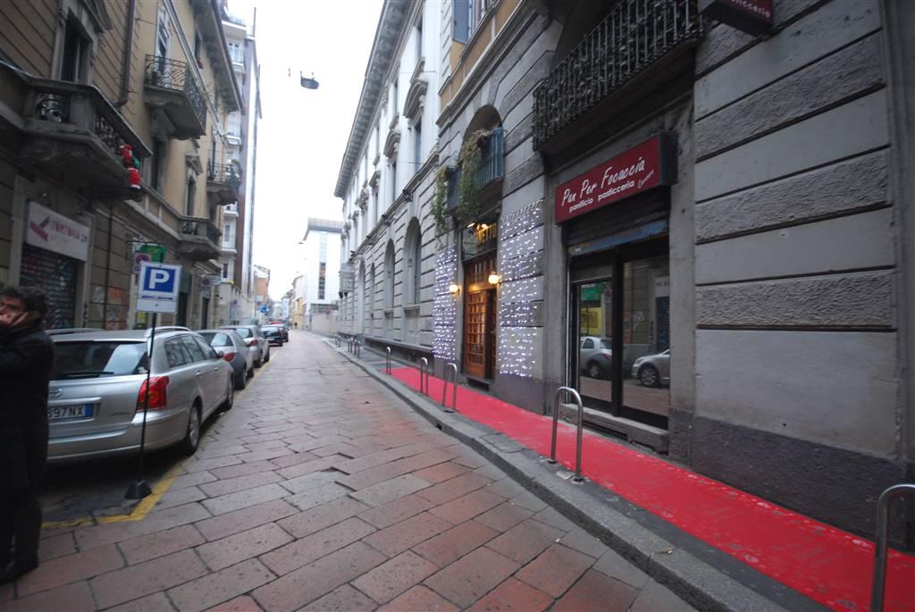 VIA TORTONA – TORTONA/P.TA GENOVA   Appartamento nella magnifica via Tortona, caratteristica strada con molteplici negozi, locali e ristoranti,