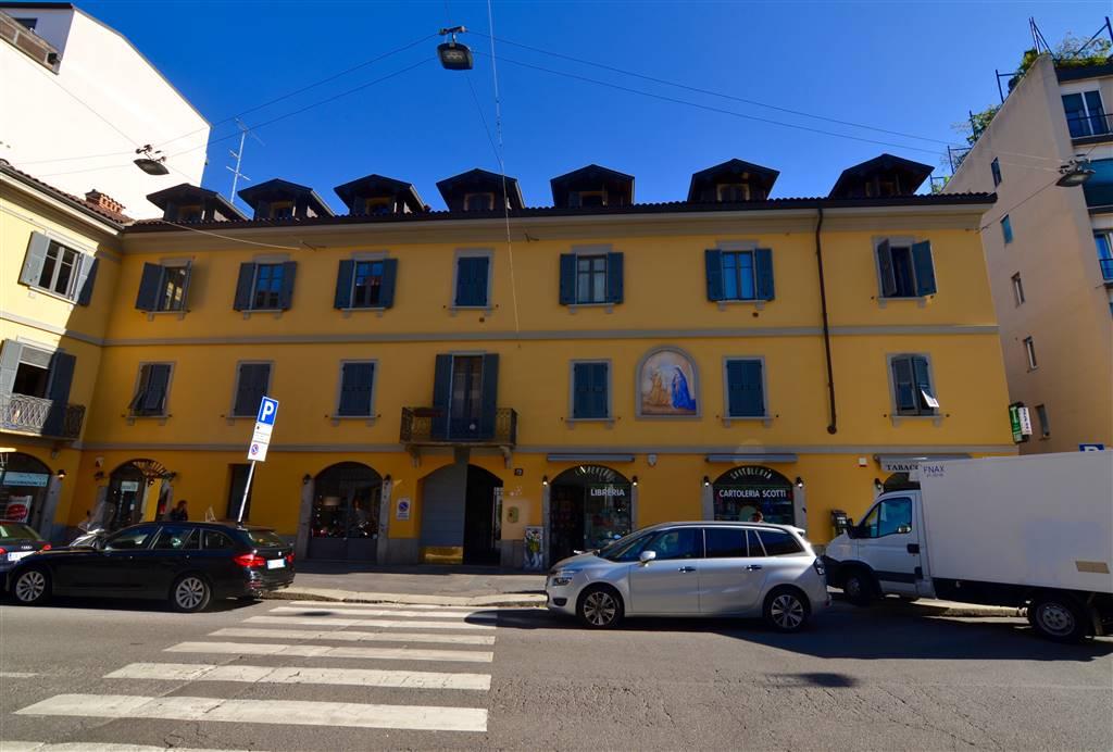 VIA LUIGI CANONICA, 72 Milano; 2 locali ben ristrutturato con balcone e posto auto.  BILOCALE DI CIRCA 38 MQ comm.li, 1° piano composto da:
