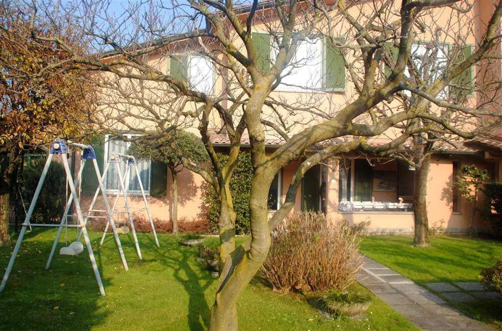 Villa in vendita a Cesate, 6 locali, prezzo € 650.000   CambioCasa.it