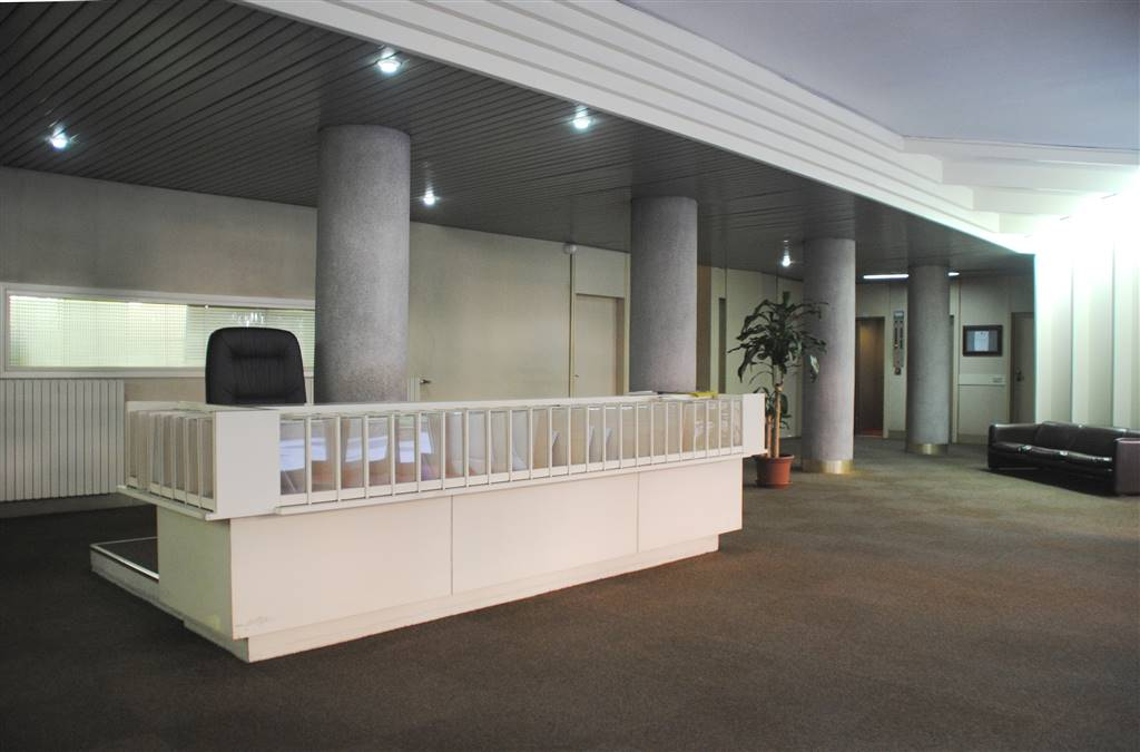 VIA FRUA /MM DE ANGELI L'ufficio: si trova in un signorile edificio, dotato di un ampio e scenografico androne con servizio di portineria full-time,