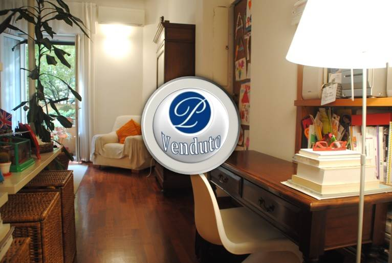 BANDE NERE, MILANO, Apartment for sale of 70 Sq. mt., Restored, Heating Centralized, Energetic class: F, placed at Raised on 8, composed by:  2 Rooms,