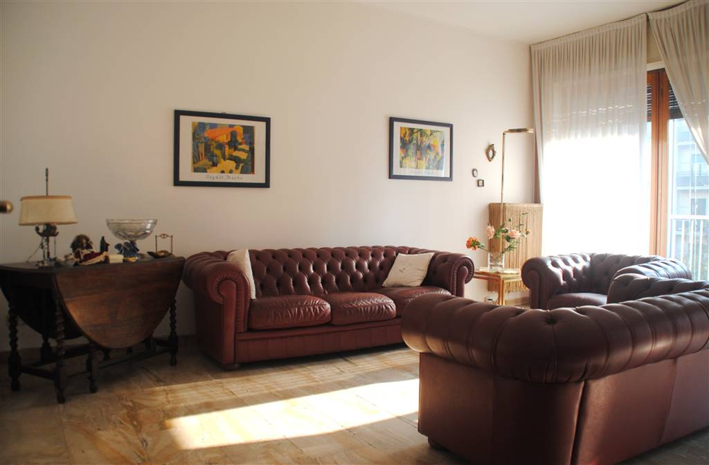 FIERA, MILANO, Apartment for sale of 130 Sq. mt., Habitable, Heating Centralized, Energetic class: F, placed at 3° on 8, composed by:  3 Rooms,