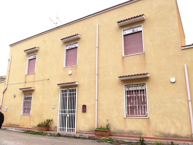 Soluzione Indipendente in vendita a Marsala, 7 locali, zona Località: LATO MAZARA, prezzo € 160.000 | CambioCasa.it