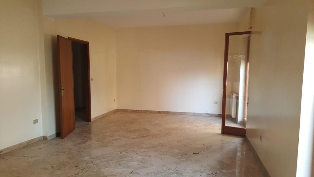 Appartamento in affitto a Marsala, 5 locali, zona Località: CENTRO STORICO, prezzo € 350 | Cambio Casa.it