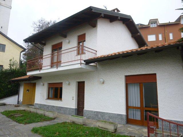 Villa in vendita a Nebbiuno, 4 locali, prezzo € 180.000 | Cambio Casa.it