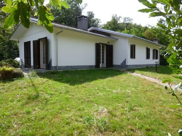 Villa in vendita a Invorio, 6 locali, prezzo € 220.000 | Cambio Casa.it