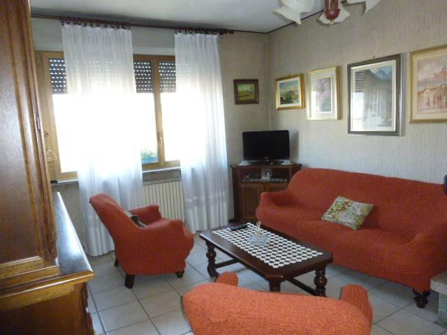 Appartamento in vendita a Arona, 4 locali, prezzo € 129.000 | CambioCasa.it