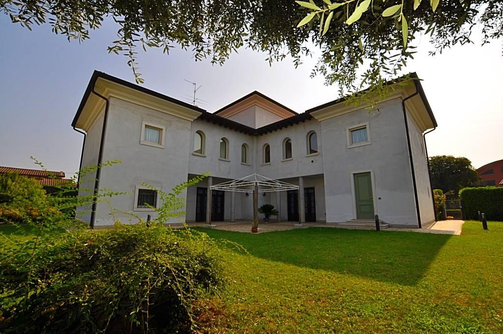 Villa-Villetta Vendita Palazzolo Sull'Oglio