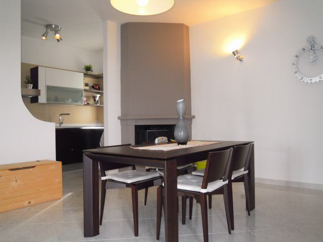 Appartamento indipendente in Via Rino Mastrandrea, Palo Del Colle