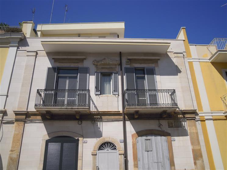 Appartamento indipendente in Via Monsignor Calamita, Bitonto