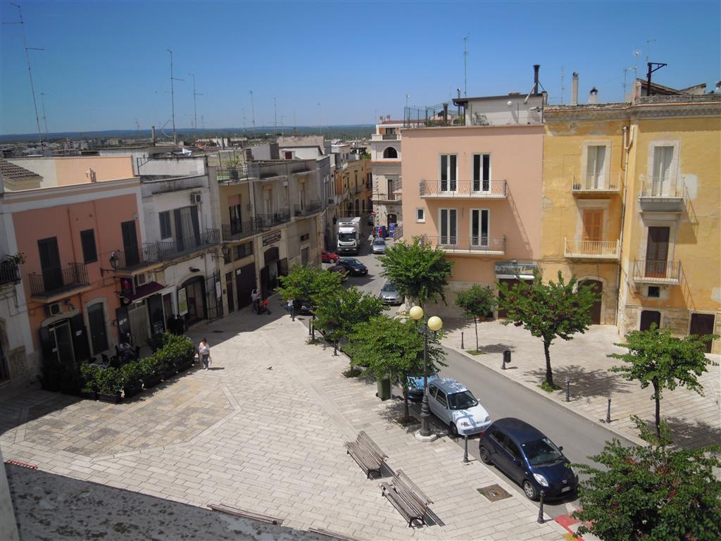 Palazzo in Piazza Dante, Palo Del Colle
