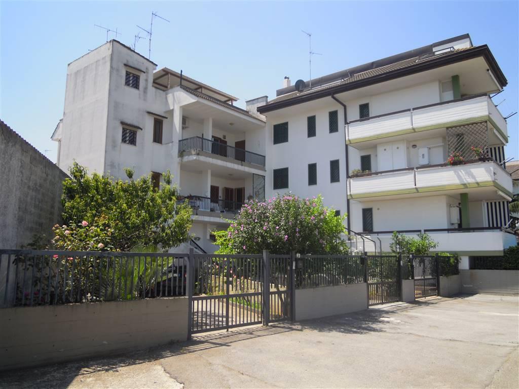 Appartamento a PALO DEL COLLE 4 Vani - Giardino