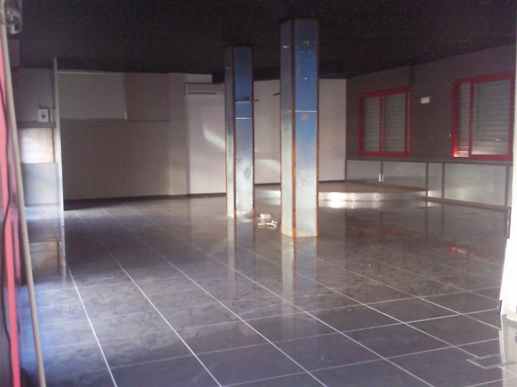 Negozio / Locale in vendita a Altamura, 3 locali, zona Località: CARPENTINO, prezzo € 420.000 | Cambiocasa.it