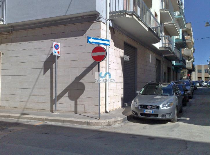 Negozio / Locale in affitto a Altamura, 2 locali, zona Località: CENTRO, prezzo € 700 | CambioCasa.it