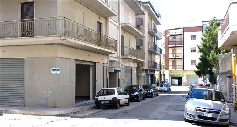 Negozio / Locale in affitto a Altamura, 1 locali, zona Località: VIA MATERA, prezzo € 1.000 | CambioCasa.it